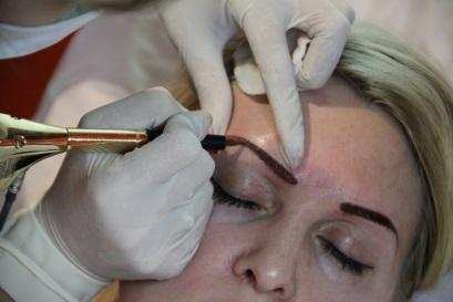 Техника проведения процедуры перманентного макияжа